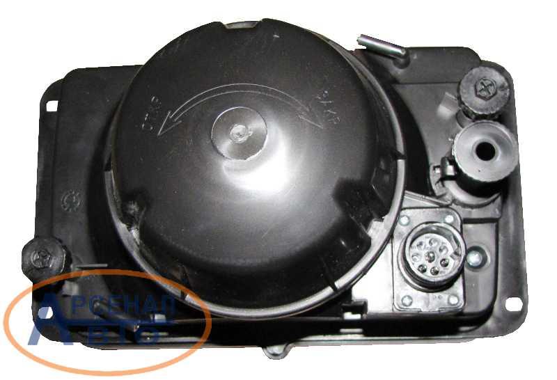 Задняя поверхность - регулировка и электрический разьем фары