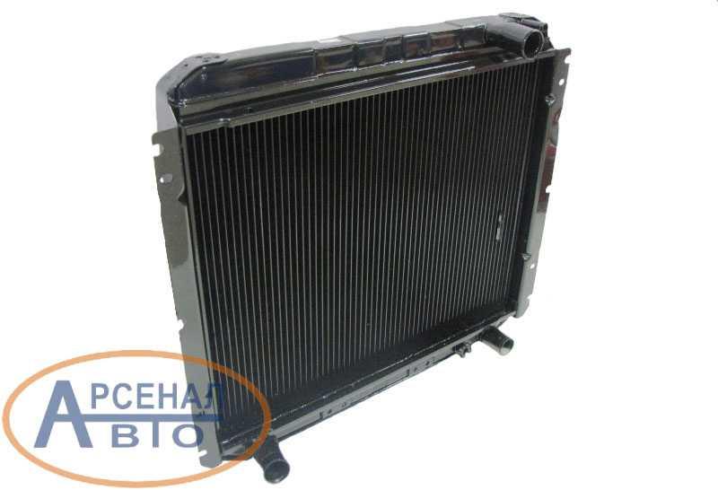 Радиатор двигателя автомобиля ЗиЛ-5301